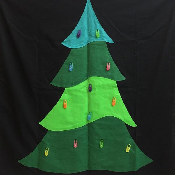 500円以下で出来る簡単クリスマスツリー!英語レッスン、ゲームにも使えます。