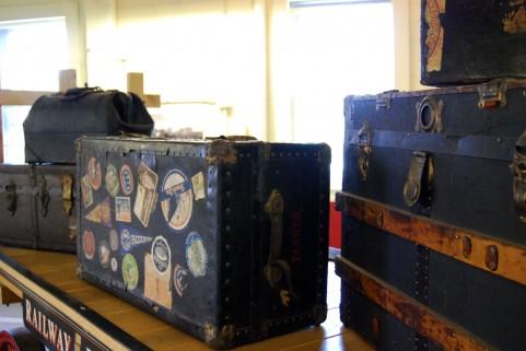 スーツケースひとつで暮らした経験から。モノがなさすぎるのも寂しいものです。