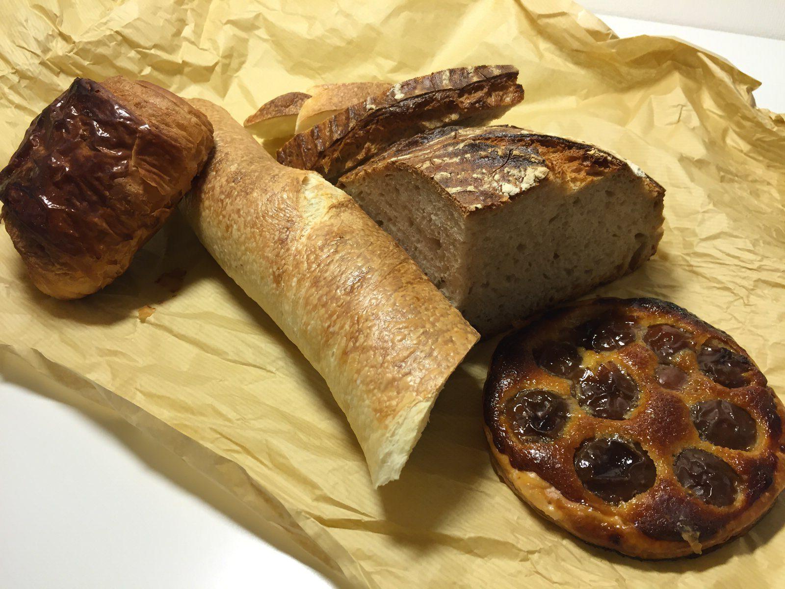 ブランジェリー ラ・フォンティヌ・ドゥ・ルルド 宮の森のハード系、香ばしいパン