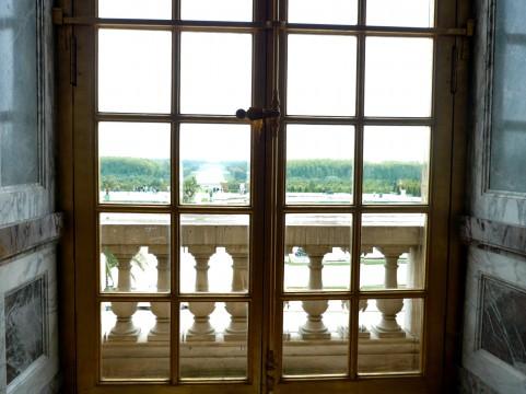 人の目があると部屋も片付く。松本百合子さんの『それでも暮らし続けたいパリ』を読んで。