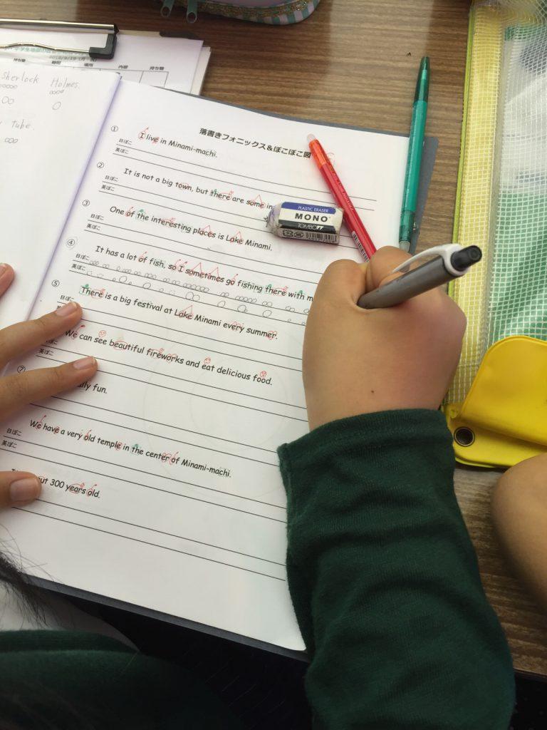 GRASS ROOTS「小学生地獄の英語合宿」は、先生も生徒にも幸せな英語環境。