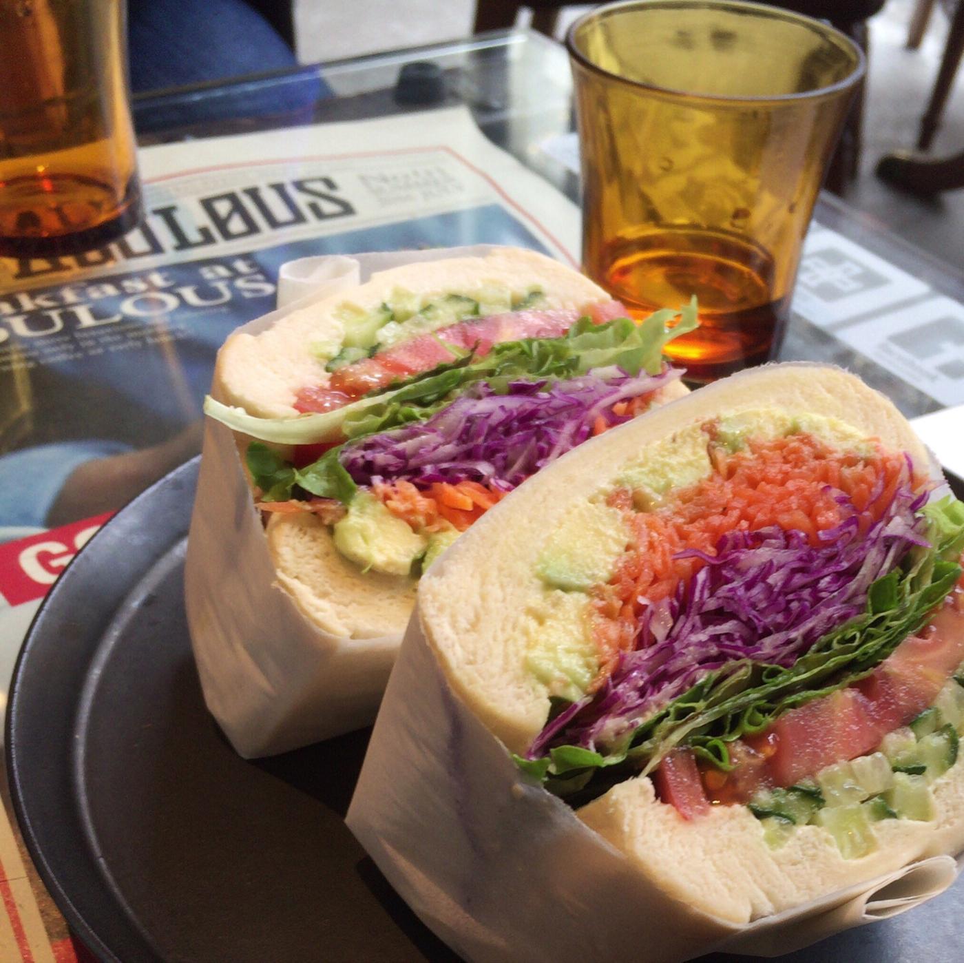 カフェ「FAbULOUS」 朝、大通公園を散策してファビュラスで朝食って、札幌のツウな楽しみ方かも。【札幌 バスセンター前 カフェ】