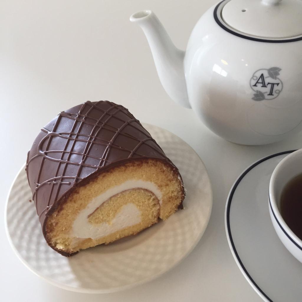 スイートますや「たまごチョコロール」 札幌で手に入る北海道ローカルスイーツ。時々食べたくなるんです。