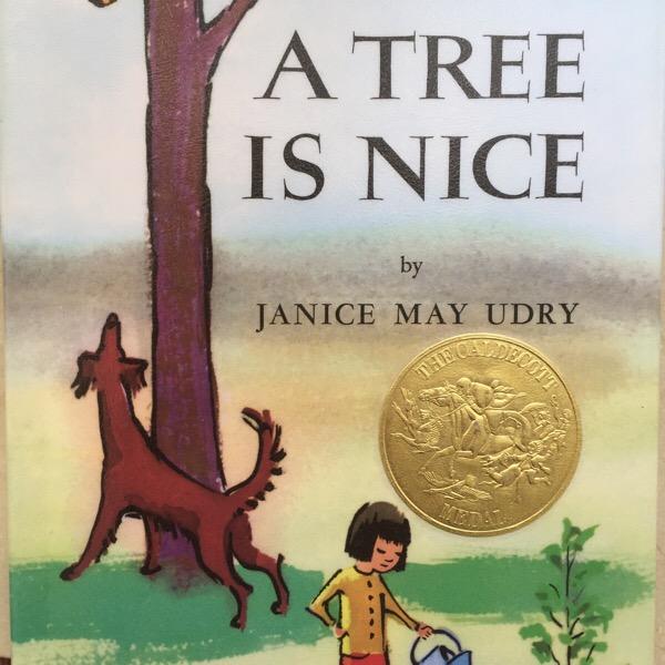 """""""A Tree Is Nice"""" ( ジャニス・メー・ユードリ:作)「木はいいなぁ」地味だけれど心安らぐ本。中学生が自分で読むのにも適しています。"""